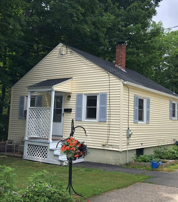 15 Woodlawn Avenue Kittery, Maine 03904